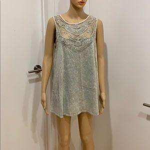 Easel sleeveless tunic blouse embellished w lace